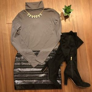 Zara Soft Stretch Gray Turtleneck. Size: M